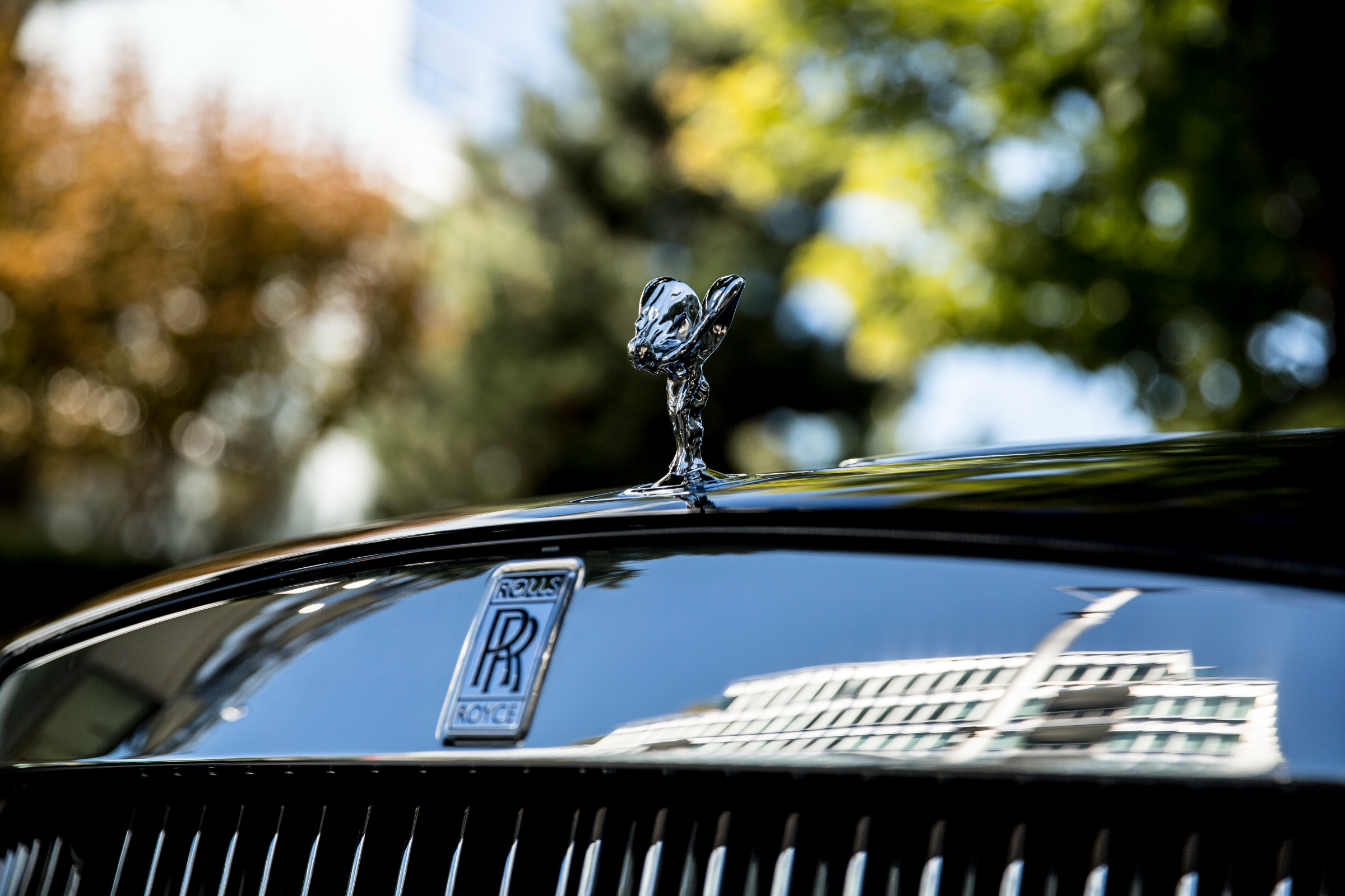 miles-end-rolls-royce-wraith-black_14-1